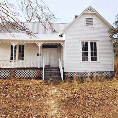 a farmhouse in Camden, Arkansas that is still up for sale