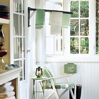 enclosed porch with cupboard and shoe storage