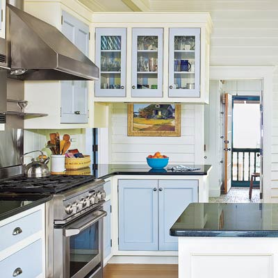 cottage kitchen with two tone cabinets