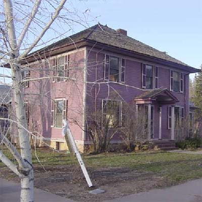 purple house with bare front lawn