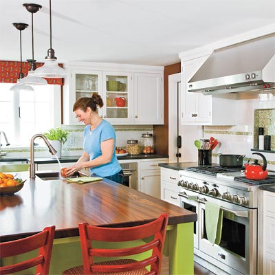 the Auburndale TOH TV Project finished kitchen with new island