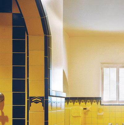 art deco style bathroom with bathing niche
