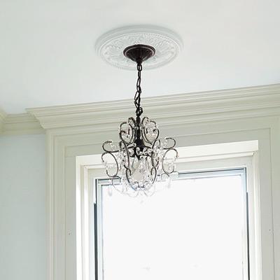bathroom with chandelier lighting