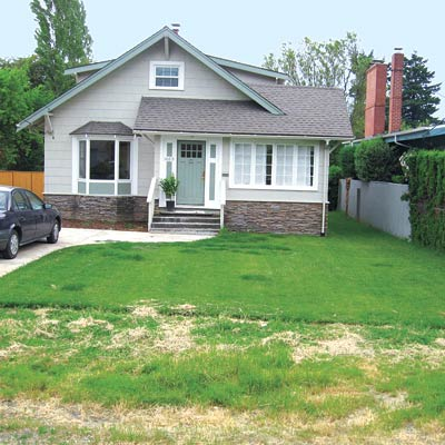 craftsman house with bare lawn