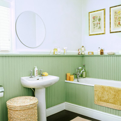 cottage style bathroom with wraparound wainscoting