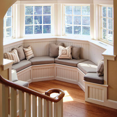 window seat in hexagonal alcove 
