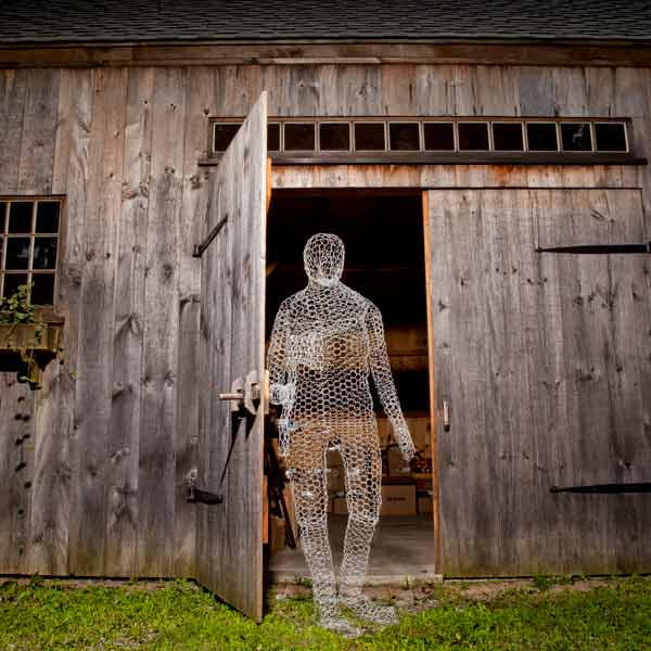 ghost Halloween yard decoration sculpted of chicken wire