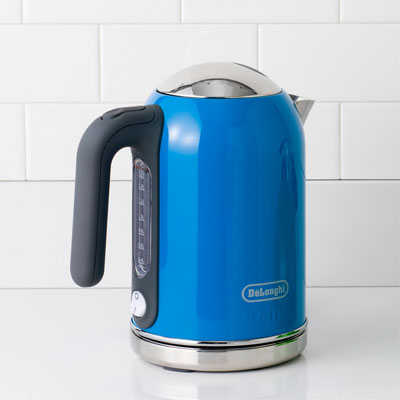 De Longhi cobalt counter kettle