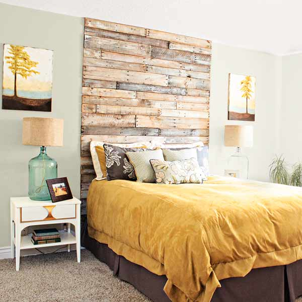 Shipping pallet headboard home bloggers 39 crafty ways to for Decoration murale wayfair