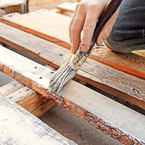 money saving blogger DIY project shipping pallet wood headboard step 1