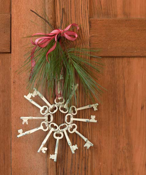 christmas ornament made of skeleton keys, easy upgrades around the home for the whole year