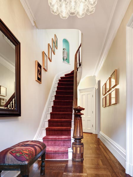 this old house editor scott Omelianuk's neutral entryway and stairs, foolproof staging tips from decorators