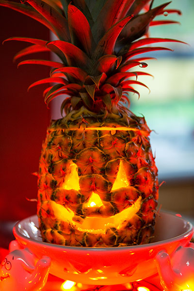 Prickly pineapple o 39 lantern creative halloween produce for Pineapple carving designs