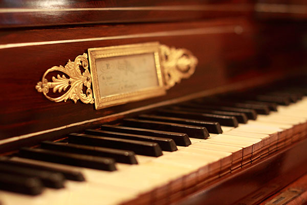 Musical instruments 9 things your home 39 s low humidity is for Hardwood floors low humidity