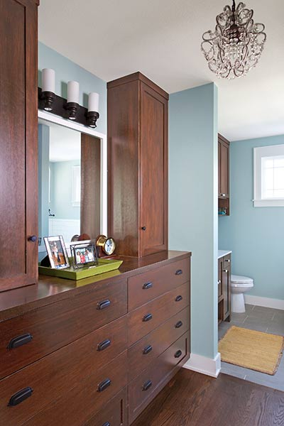 Convenient dressing area opening up a snug 1941 cottage for Bureau antonym