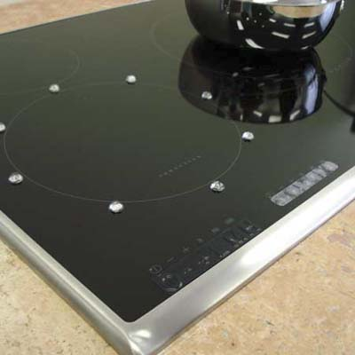 induction cooktop designed with controls accessible to the visually-impaired