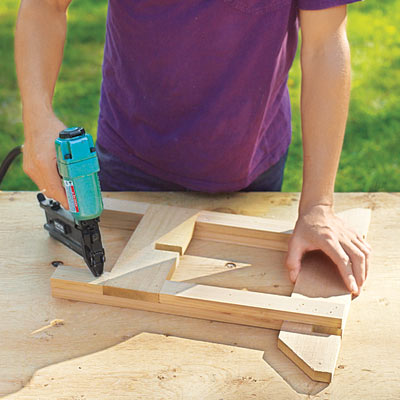 Assemble the sides how to make a hypertufa table this for Table exterieur hyper u