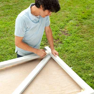 Mark the Crosspiece to build a garden gate