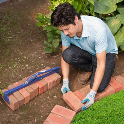 Scout The Curves How To Edge A Garden Bed With Brick