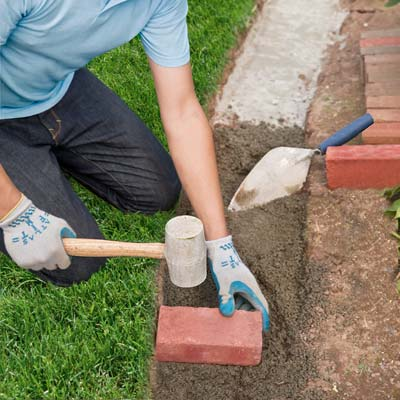 Lay the bricks how to edge a garden bed with brick - How to lay brick border edging ...