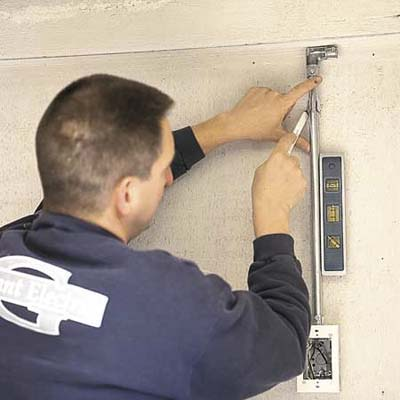 Connecting the conduit of a floodlight