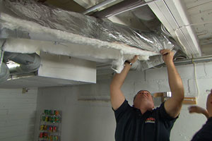 Richard Trethewey helps a homeowner insulate his ductwork