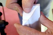 Tom Silva installs crown molding